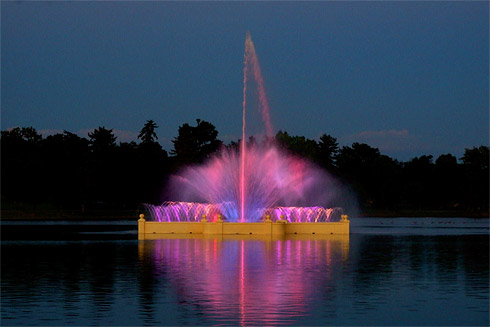 Prismatic Electric Fountain in red and fuchsia