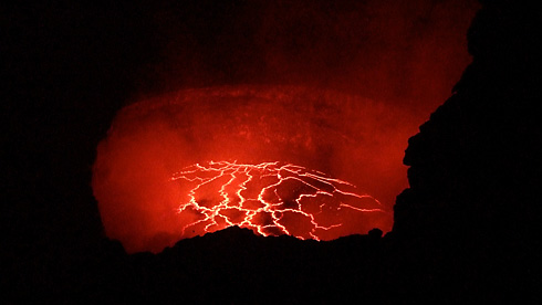 Lava roiling in Halemaumau Crater (from side)
