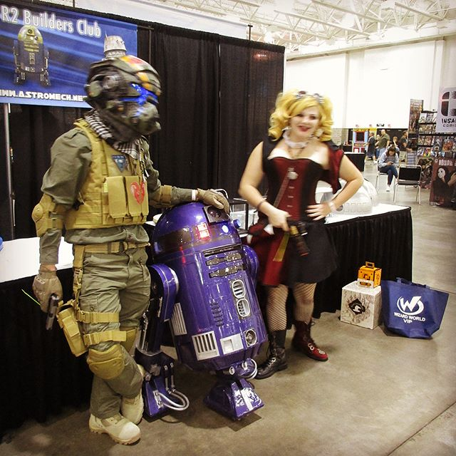 Purple Astromech droid, R2-D2's lover at Wizard World Comic Con
